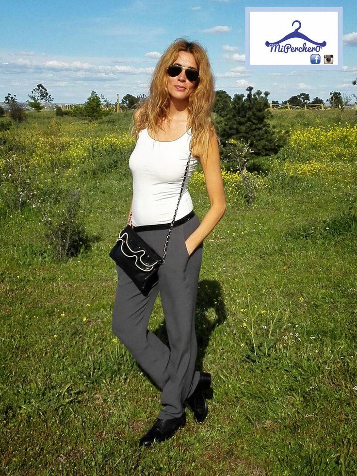 Pantalón gris casual, ideal para ir a la última esta primavera.