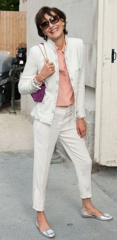 She is one of my style icons, I love how effortlessly chic she always is. Proving simplicity is always chic! Ines de la Fressange