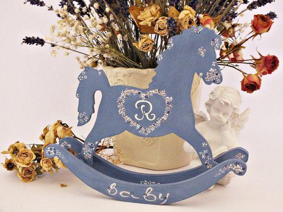 Gepersonaliseerde schommelpaard toy Baby door VintageLullabyDesign