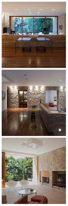 В этой гостиной пастельный тон камня, обрамляющего стены, радует глаз. Светильники гостиной достаточно просты, но установлены в самых неожиданных местах. Естественно, освещение присутствует на потолке, а в дополнение к нему - лампы расположены на вертикальных поверхностях. #освещение #подсветка #свет #светодиоды #светильники #гостиная #дом #дизайн #интерьер #дизайндома #дизайнинтерьера #светодиодноеосвещение #светодиоднаяподсветка #дизайнпроект #дизайнгостиной #подсветкастен #светодизайн