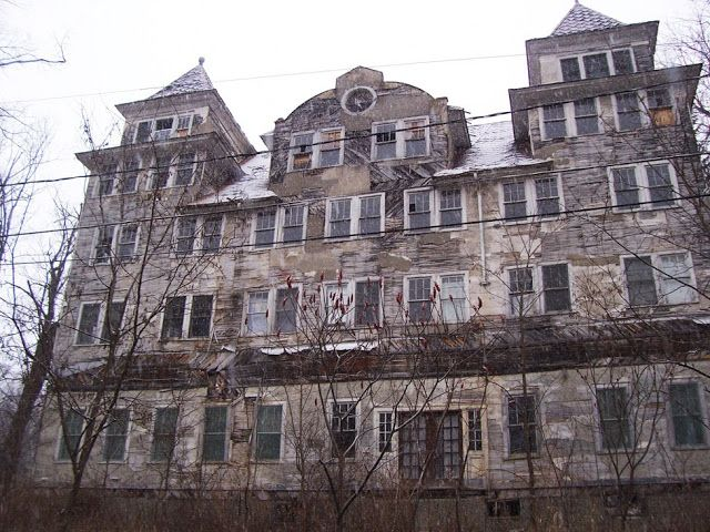 Abandoned Old Homes for Sale | Abandoned Hotels for Sale http://marthamoments.blogspot.com/2009/12 ...