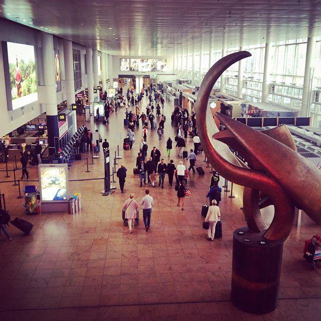 En route (en vol ^^) pour l'aventure canadienne :) décollage dans 50 minutes  #canada #montreal #belgique #belgium #bruxelles #brussels #airport #aeroport #travel #voyage #instagood #instatravel #picture #photo