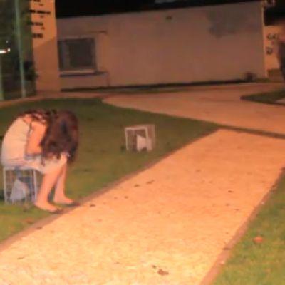Midden in de nacht zit een 13-jarig meisje te huilen in het park - Als Ze Zien Waarom? OMG!!