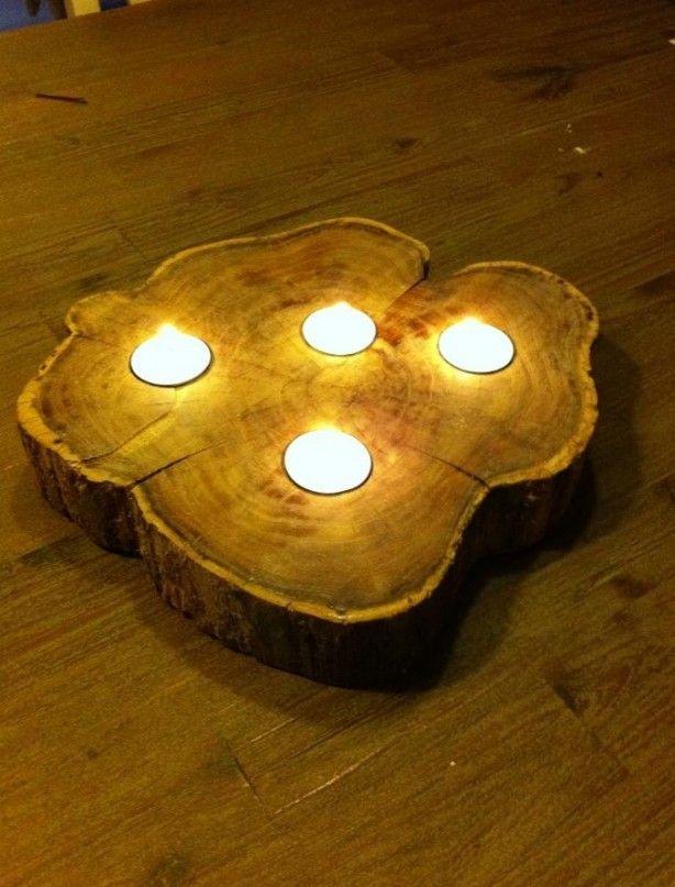 Gezaagd van een boomstam en gaten er in gefreesd voor waxinelichtjes.