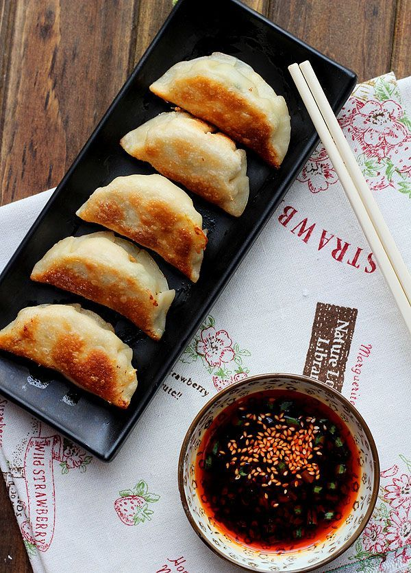 pot sticker recipe, pan-fried #potstickers with pork and chive as filling.