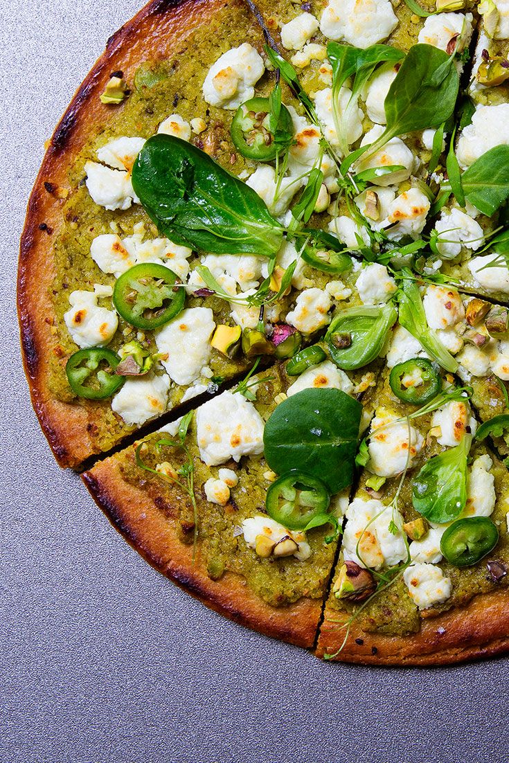 Start cooking with chickpea flour (and fresh green chickpeas) in this socca pizza #weekday #fresh #easy
