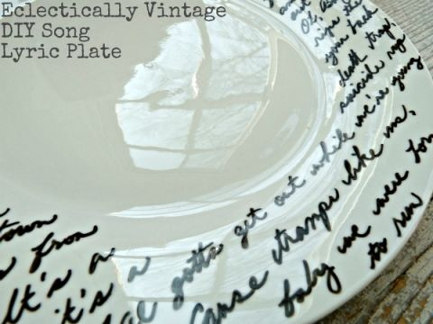 $2 DIY Song Lyric Plate - personalize for any occasion (the perfect gift)!  eclecticallyvintage.com