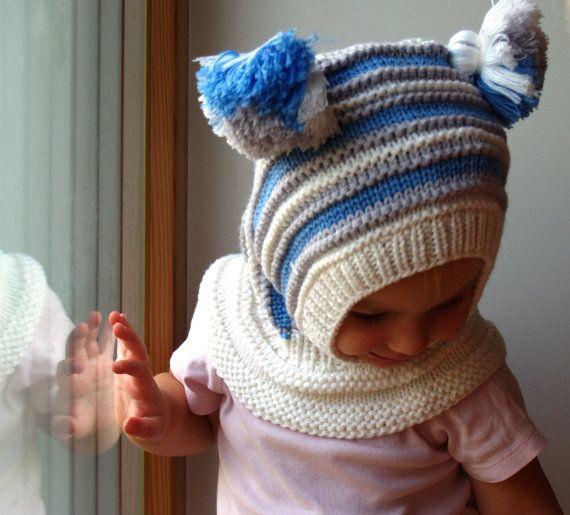 Gorro pasamontañas blanco tejido a mano. Gorro de lana con capucha para bebés, niños pequeños y niños. Hecho de blanco, azul y gris de lana merino, suave y muy funcional, perfecto para guardar los pequeños cálido y acogedor durante días fríos.  OPCIONAL: guarnición del algodón para el calor adicional. Sin embargo los sombreros son realmente suaves y cálidas como son - guarnición puede ser necesaria sólo frío de congelación si no hay otra campana en. Precio 12$  Mamás que favorecen con…