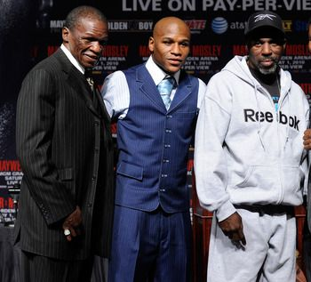 (center) Floyd Mayweather, Jr. w his father, Floyd (L) and uncle, Roger Mayweather (R)