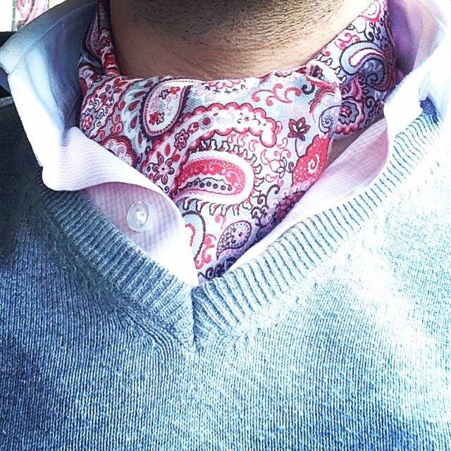 #pañuelo #cuello #hombre #gentleman #complementos #complementoshombre #granada #modahombre #accessories #lacolonial #menstyle #menaccesories #fashion #ootd #inspiration