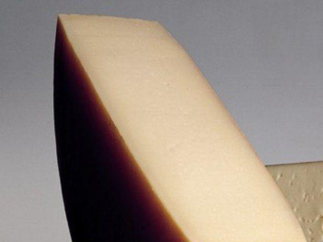 Asiago D'allevo  Peyniri  Asiago dallevo   iğ stten yapılan bu peynir yarı sert, yıllanmış ve eski granll olarak eşitlendirilir.  Sebzeli tartlar ve mantar soslu polenta iin idealdir