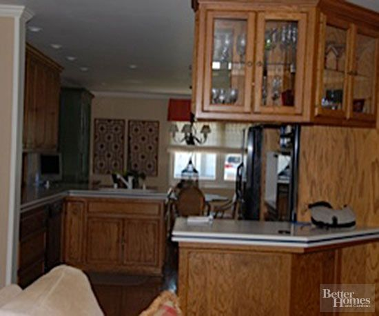 BEFORE:An angular wall kept thekitchen-- and the cook -- separate from gatherings and conversation. Plus, a lack of light and bland cabinetcolormade the kitchen seem cave-like and dreary./