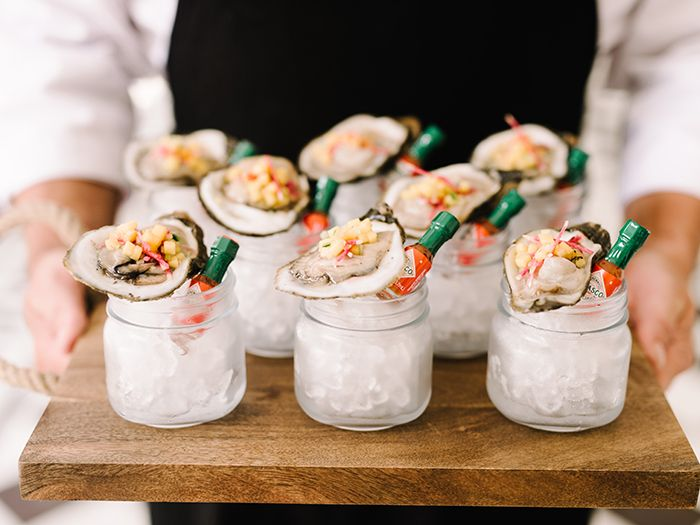 Wedding menu ideas your guy will love | Oysters on the half-shell | Lowndes Grove Plantation in Charleston SC | Cocktail hour inspiration | Cuisine by PPHG | Photo by Rach Loves Troy