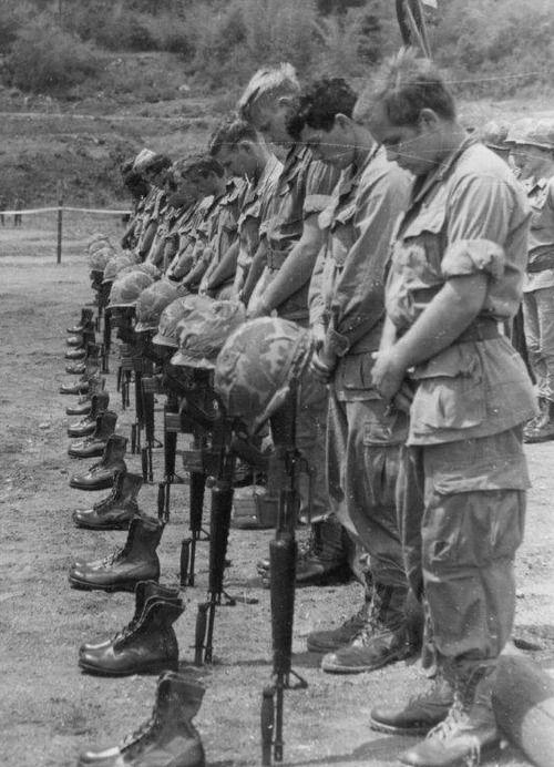 Memorial service, 12th Infantry Regiment. Vietnam war, NEVER FORGET, memory lane, boots, højtidelighed, soldiers, remembrance, sorrow, sadness, sorg, men at war