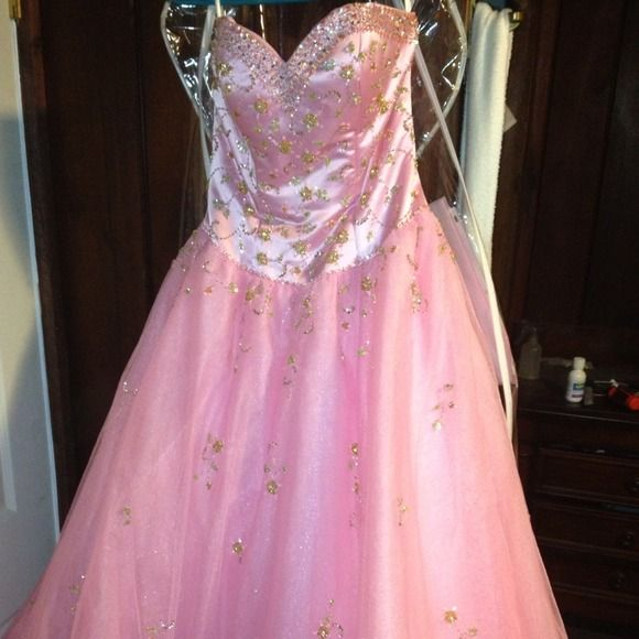 Prom or Quince dress Pink prom dress or quince dress used kept in garment bag. Precious Formals Dresses