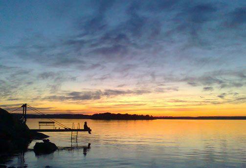 Tästä ei lomakuva parane: upea suomalainen järvimaisema.