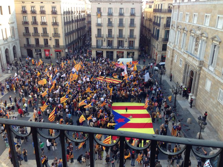 When there were demonstrations of the Catalan people. This happened almost every day, because it's the square of the government of Catalunya and Barcelona.