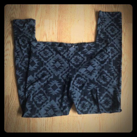 Flash Sale. Aztec leggings Grey & Black Aztec leggings worn once SO Pants Leggings