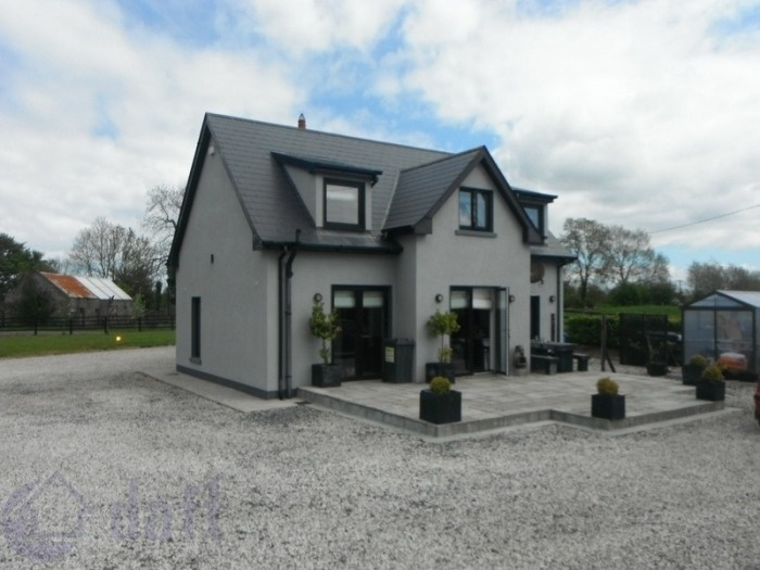 House For Sale - Viewing Highly Recommended. Find this home on www.davittanddavitt.ie #newforsale #Westmeath #houseforsale