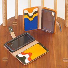 本日も週末tasolaは快調にopenしております☀️ いよいよiphone X も発売間近ですね 事前にお求めいただきました第1号が完成です◎ #tasola  #leather  #leathercase  #leathercraft  #iphonecase  #iphonex #iphone10 #iphoneケース  #手帳型ケース #革仕事 #革仕事のお店tasola  #牛革 #ヌメ革 #本革 #レザーケース #レザー #クラフト #ハンドメイド #カスタムメイド  #革 #革小物 #手仕事 #手仕事のある暮らし