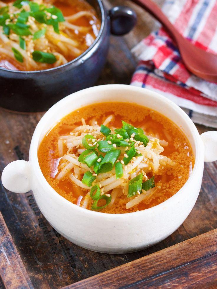 お鍋で3分♪『もやしのうま辛♡スタミナ味噌スープ』 by Yuu 「写真がきれい」×「つくりやすい」×「美味しい」お料理と出会えるレシピサイト「Nadia   ナディア」プロの料理を無料で検索。実用的な節約簡単レシピからおもてなしレシピまで。有名レシピブロガーの料理動画も満載!お気に入りのレシピが保存できるSNS。