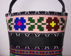 Geanta handmade din piele naturala si material traditional