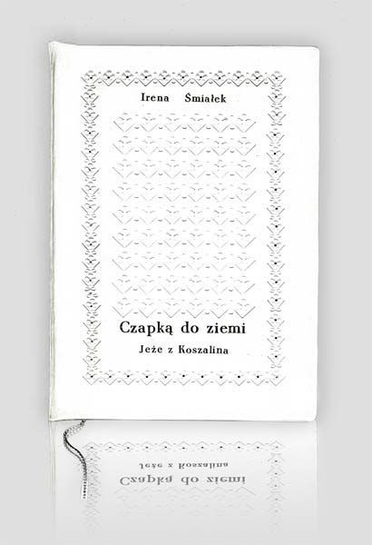 """""""Czapką do ziemi, Jeże z Koszalina"""" - Irena Śmiałek. Fine books & handbindings.http://www.kurtiak-ley.com/irena-smialek-czapka-do-ziemi-jeze-z-koszalina/. Ekskluzywna książka artystyczna. Ręczna oprawa w skórę. http://www.kurtiak-ley.pl/czapka-do-ziemi/."""