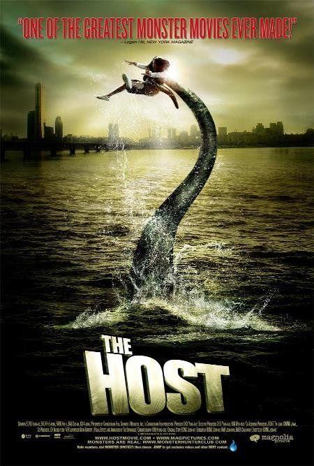 ★★★★The Host/Gwoemul (2006) Horror, In Seoul, Zuid-Korea worden stedelingen geterroriseerd door een gruwelijk monster dat in de rivier Han leeft, maar daar zo nodig uit komt om slachtoffers te maken. Wanneer een jong meisje door het monster wordt ontvoerd, besluit haar familie een levensgevaarlijke reddingstocht op poten te zetten om haar te bevrijden