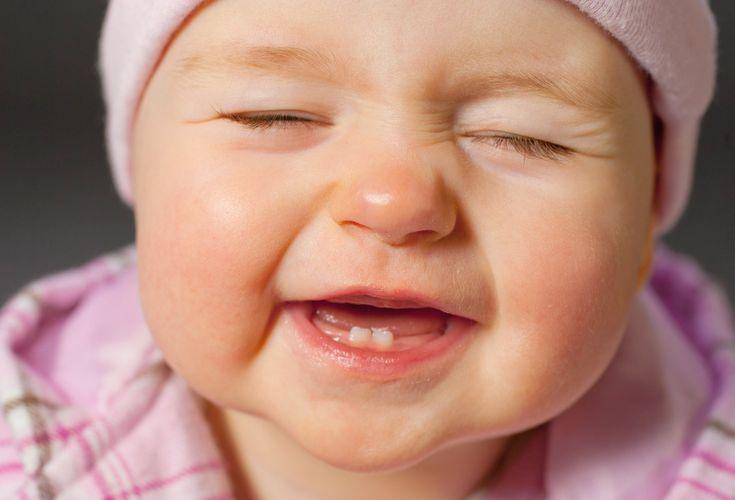 Bebek sahibiyseniz bu haber tam size göre! Bebeğin büyüdüğünün ve geliştiğinin bir belirtisi diş çıkarma sürecidir. Bebeklerde normalde 6. aydan itibaren diş çıkması görülür. Bu durum bazen 1, çok nadiren de 2 yaşına kadar sürebilir. Diş çıkarma süreci, anneleri bir yandan mutlu ederken, bir yandan da huzursuzluk dolu saatlerin başlayacağının göstergesidir. http://www.haberci.org/index.php?do=haber&id=4180
