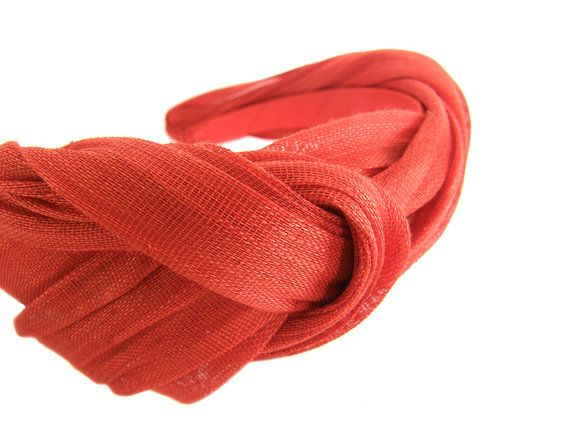 Diadema Thais en sinamay de seda rojo por UnBibiPourMoi en Etsy