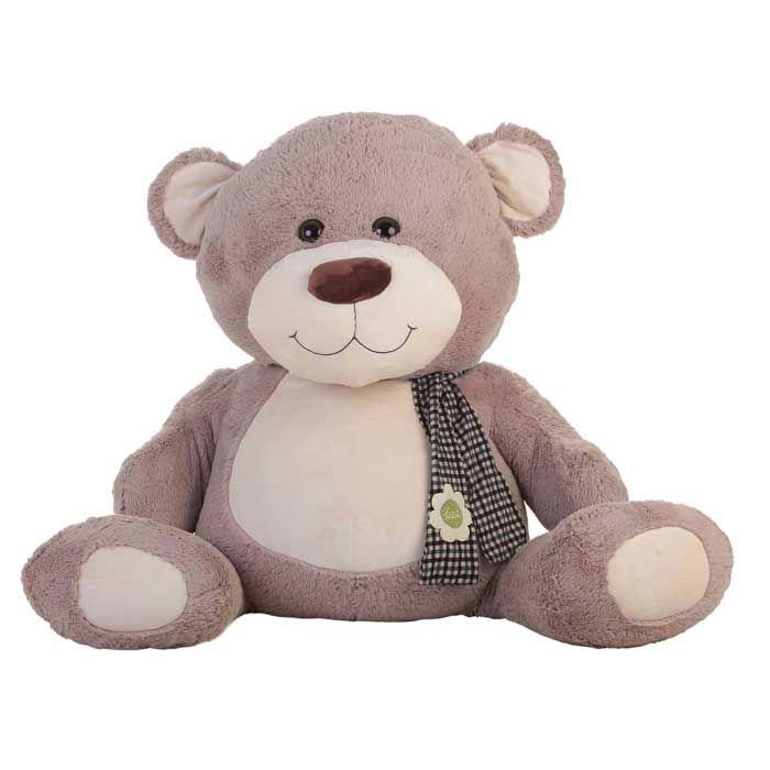 Oso de peluche Cris. Cris es un oso de peluche tranquilo y bonachón, que está sentadito esperando tus mimos. Es de color gris y lleva una bufanda de cuadritos en blanco y negro con una flor. Es un regalo original y elegante, disponible en varios tamaños. Elige el osito de peluche con el tamaño que mejor se adapte a tus abrazos.