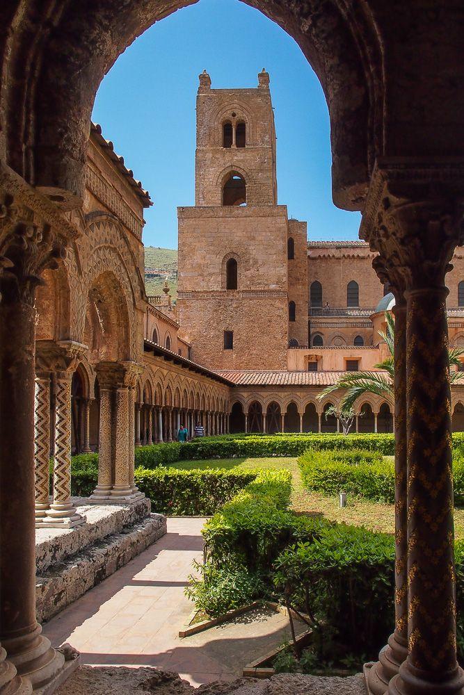 Il Chiostro dei Benedettini, Monreale, Sicilia (Italy)