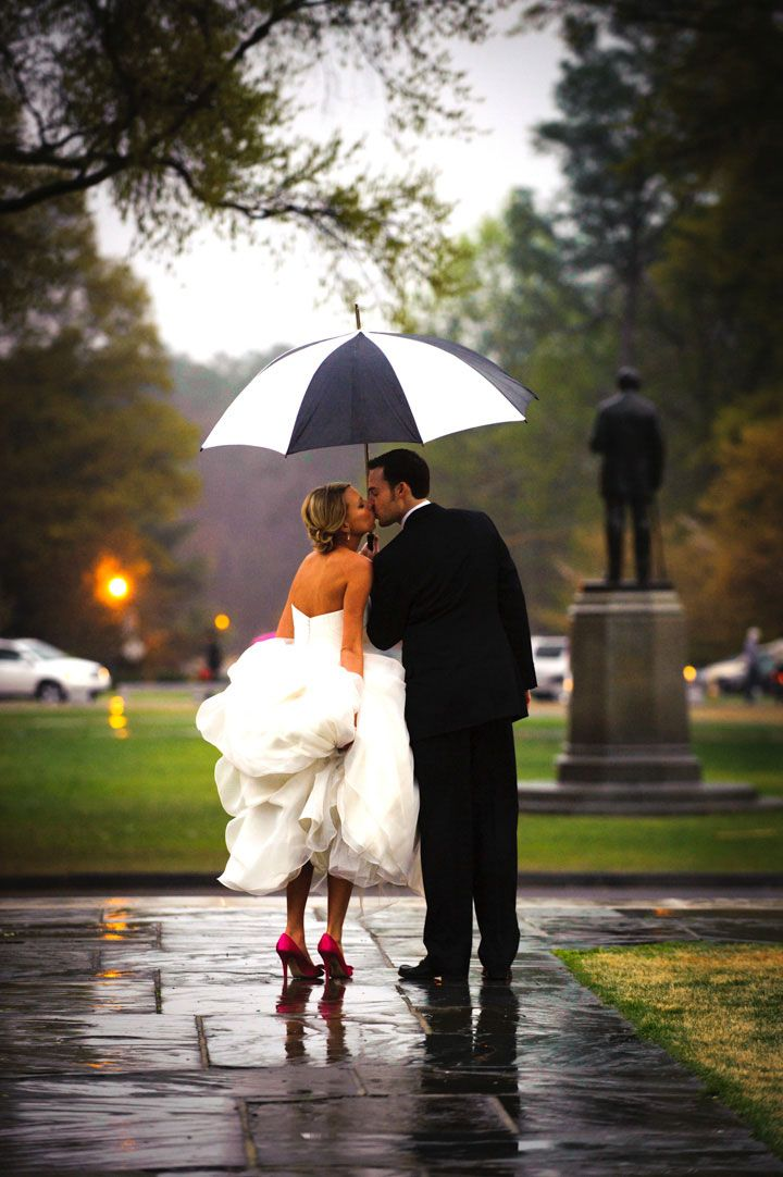 19 Stunning Photos of Weddings in the Rain