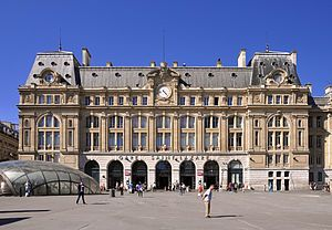 S10E13: FINALE: Gare de Paris-Saint-Lazare.