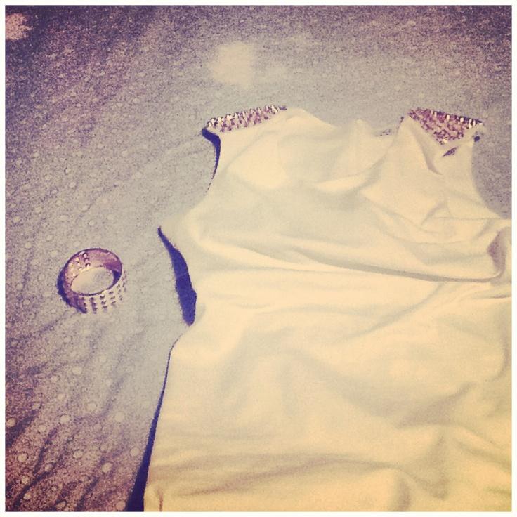 Mini white dress and a matching bangle