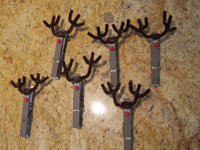 Clothes Pin Reindeer, Holiday Card Holder