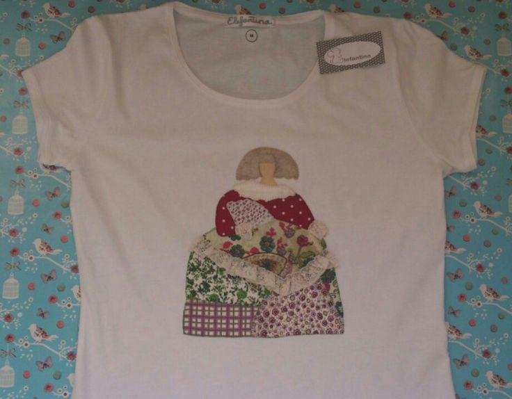 Camiseta en algodón con aplicaciónes d patchwork en forma d menina. Todo hecho a mano.