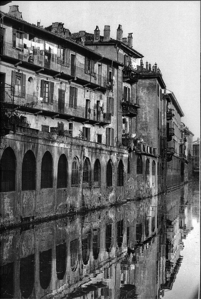 Naviglio di Molino delle Armi, Milano.