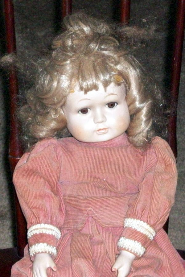 Haunted Dolls | Christina the Real Haunted Doll was bought on Ebay over 3 years ago ...