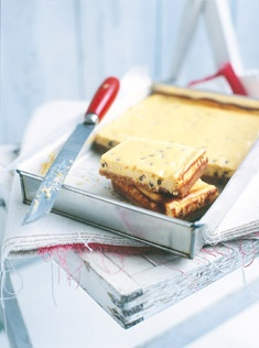 passionfruit cheesecake slice - Donna Hay http://www.donnahay.com.au/recipes/sweets/cakes/passionfruit-cheesecake-slice#