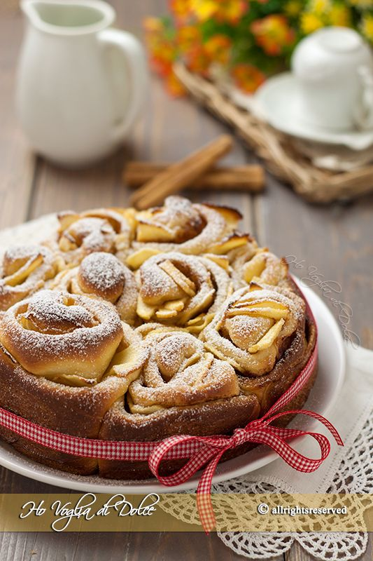 Torta di rose con mele e cannella una ricetta sofficissima, morbida e profumata. Un lievitato facile con mele, ottimo per la colazione e merenda, va a ruba