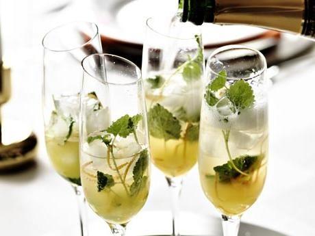 Mousserande drink med gin och apelsin Receptbild - Allt om Mat