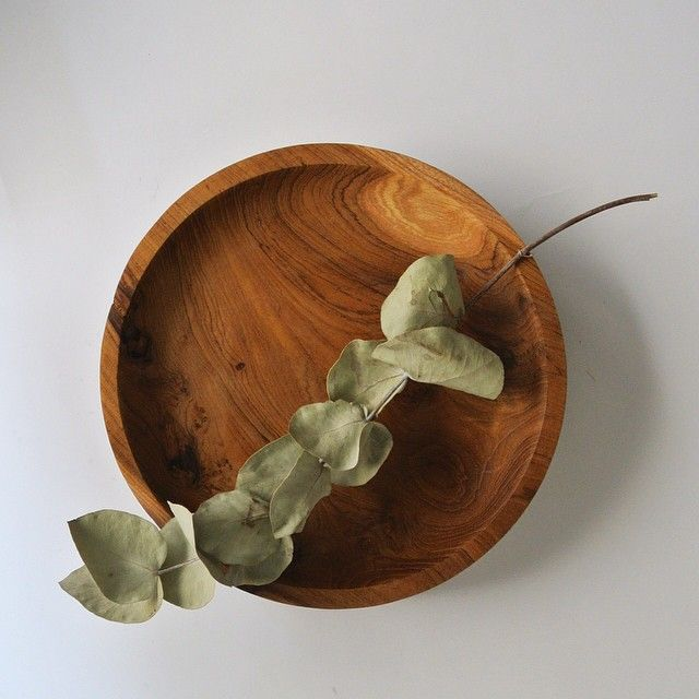 We can't get enough of this wooden plate. Such beautiful grain.  Teak Wood. Bali