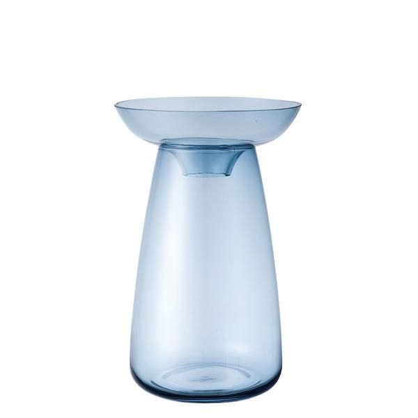 The Kinto Aqua Culture Vase is an ode to life and water. Get inspired by watching the flowers bloom, the roots grow and admire the wonderful lives of plants. Made of two pieces, the Kinto Aqua Culture Vase can support herbs, bulbs and stems with ease. Hyacinth, avocado, ferns, celery : all ideas are a good idea! Start your very own indoor garden now.