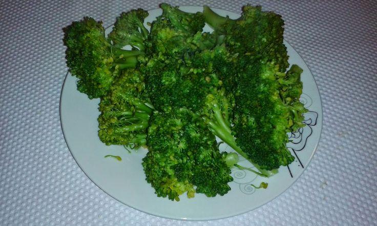 Cum devin vegetarian? Ce şi cum mâncăm?: Broccoli cu ciuperci