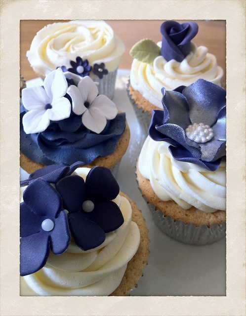 navy blue wedding cake with cupcakes 25 best ideas about navy cupcakes on 17781