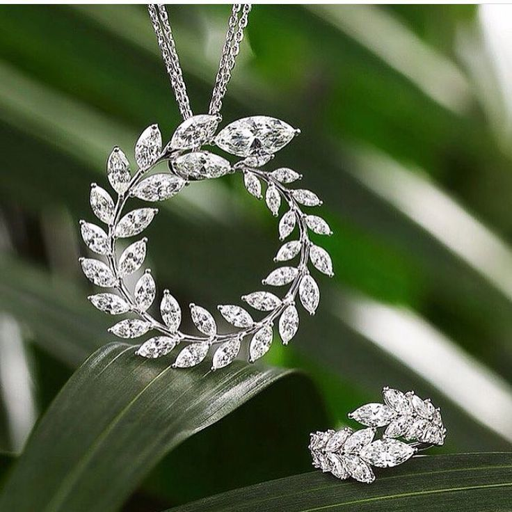 jewelryjournalLoving these Chopard marquis necklace and ring  via @fashionactive