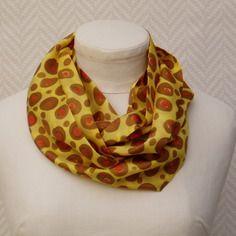 """Echarpe, snood, foulard en soie jaune moutarde, marron rouge peint main """"mon léopard"""""""