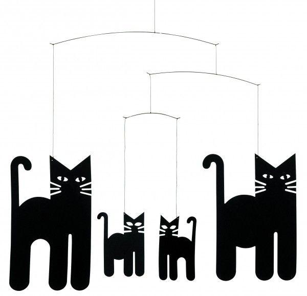 Pisicile dansatoare care le tin companie celor mici. Recomanda decoratiunea cinetica Cats prin Happy Share si ai 4% din vanzarile generate!