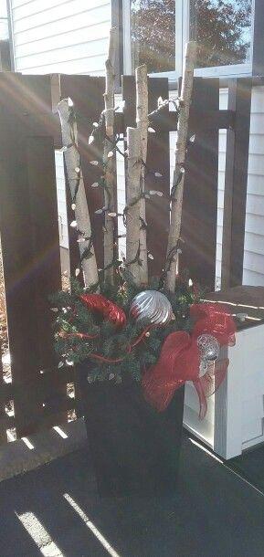 Bac avec sapinage et branches de bouleau illuminées. Yes les décos de Noël\u2026